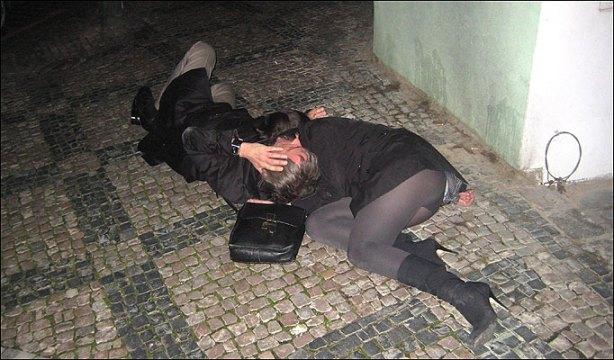 """Paul Weller e namorada na """"mão do palhaço"""""""